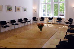 Die isiberlin GmbH – Institut für Systemische Impulse ist ein Berliner Weiterbildungsinstitut, das auf der Basis systemischer Modelle und Grundhaltungen Weiterbildungen, Inhouse-Trainings und Therapien, Supervision und Coaching anbietet.